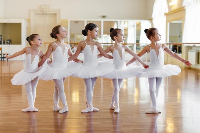 バレエのレッスン風景