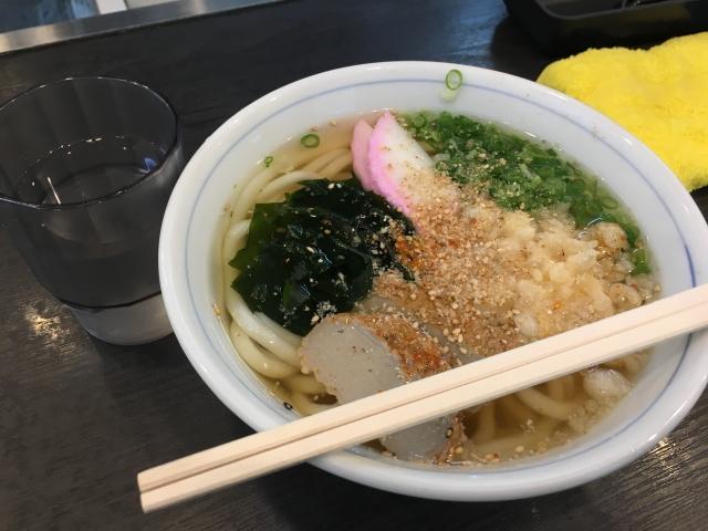 愛媛・松山空港のマドンナ亭で食べられる宇和島うどん