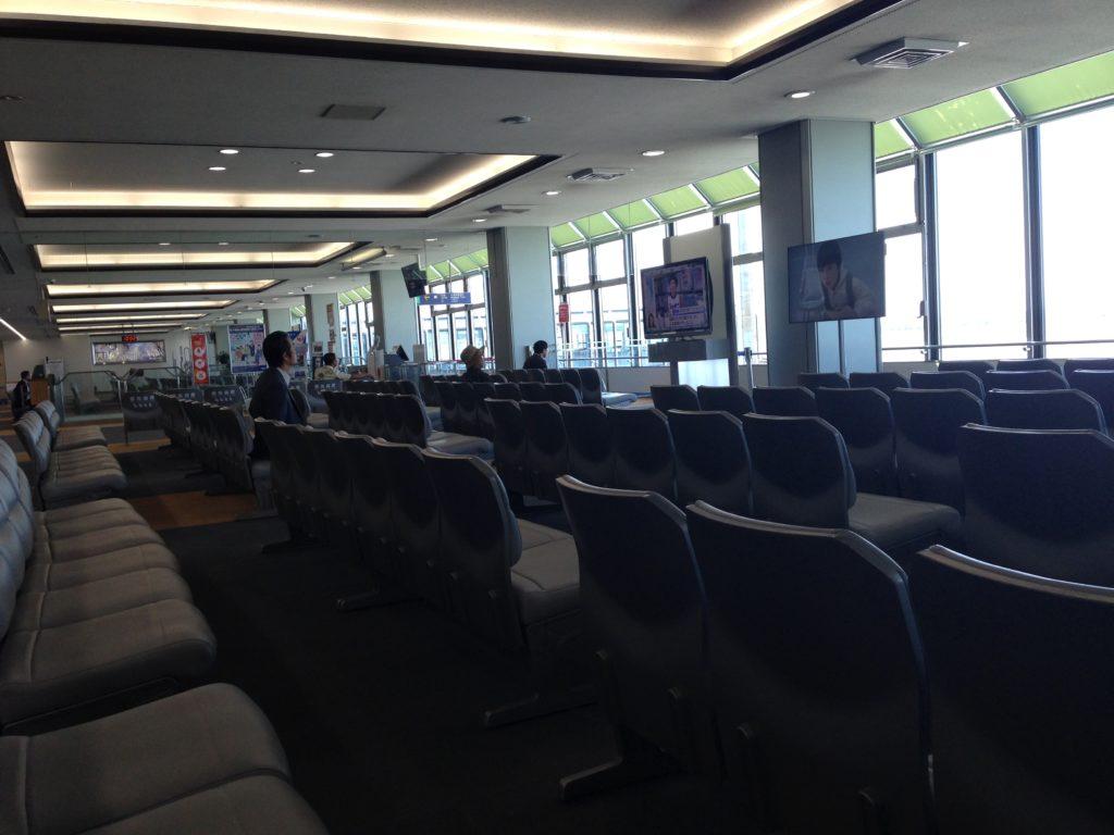愛媛・松山空港の搭乗待合室