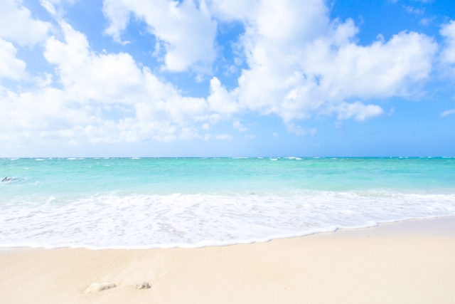 沖縄・離島でシュノーケリングをする海のイメージ