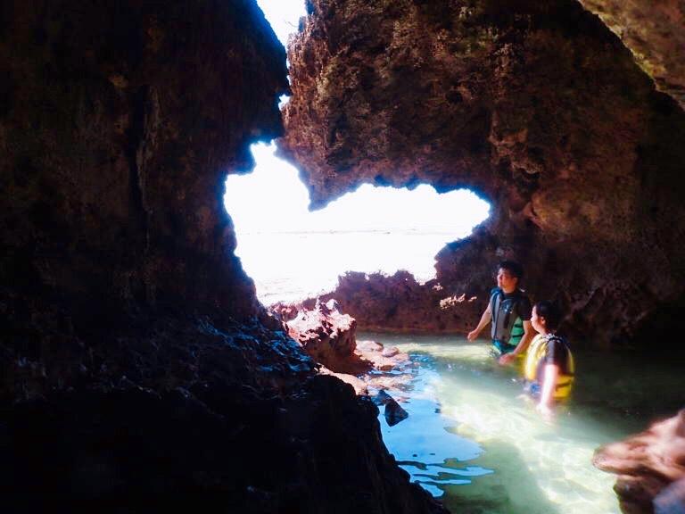 沖縄石垣島の青の洞窟