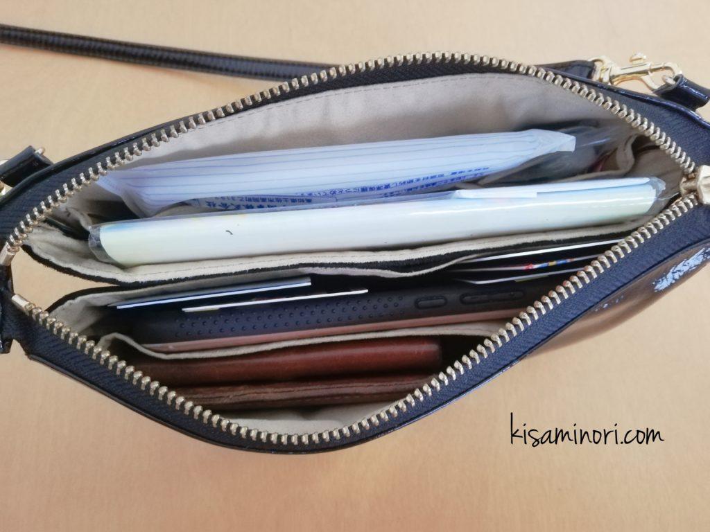 ATAO(アタオ)のお財布ポシェットboobooに持ち物を入れたところ