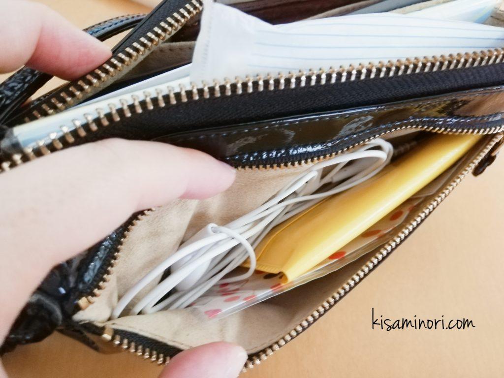 ATAO(アタオ)のお財布ポシェットboobooの外ポケットに入れているもの